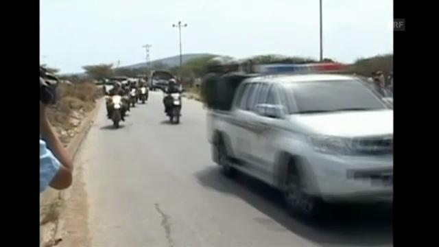 Polizei und Ambulanz rückt nach Gefängnisrevolte an. (Originalkommentar)