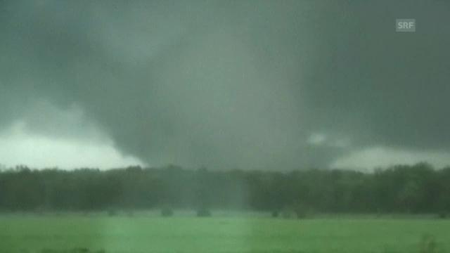 Tornado-Jäger filmen Unwetter (unkommentiert)