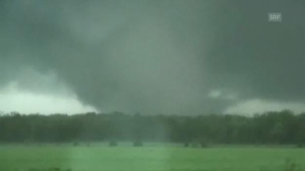 Video «Tornado-Jäger filmen Unwetter (unkommentiert)» abspielen