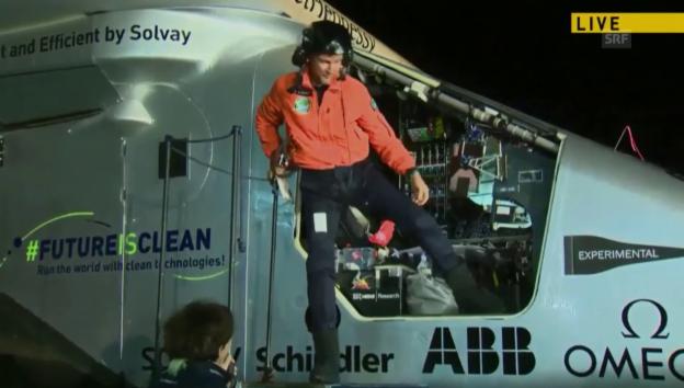 Video «Piccard bedankt sich nach der Landung beim Team» abspielen