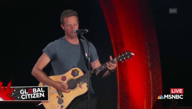 Video «Chris Martin singt für und über Rihanna» abspielen