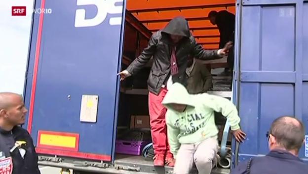 Video «FOKUS: Das Millionengeschäft der Schlepper» abspielen