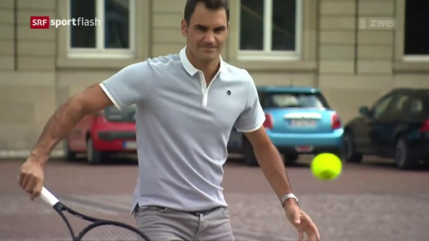 Video «Lockerer Federer spielt auf Kopfsteinpflaster» abspielen