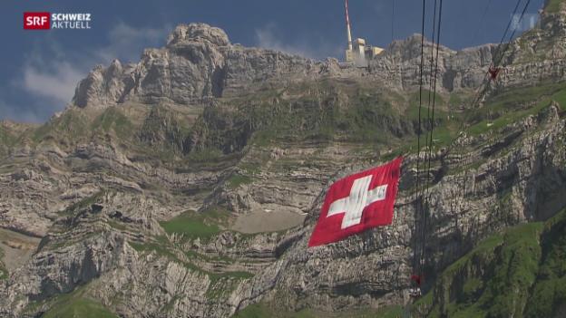Video «Die grösste Schweizer Fahne hängt am Säntis» abspielen