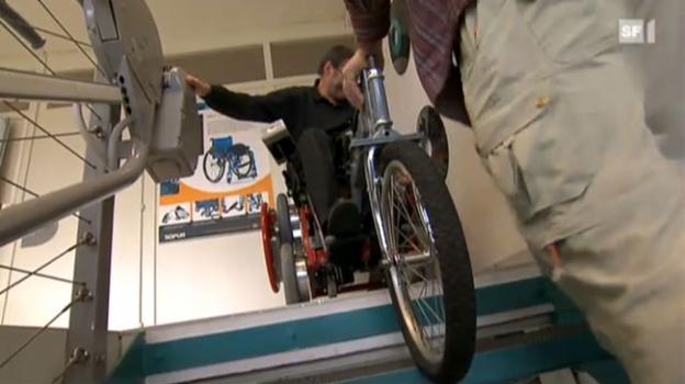 Video ««Multidrive» - Berner Tüftler wollen den Rollstuhl geländegängiger machen» abspielen