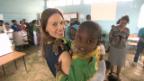 Video «Hilary Swank hilft in Äthiopien» abspielen