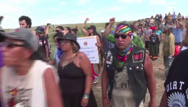 Video «Sioux protestieren gegen Pipeline-Bau» abspielen