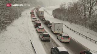 Video «Schnee führt zu Verkehrsproblemen» abspielen