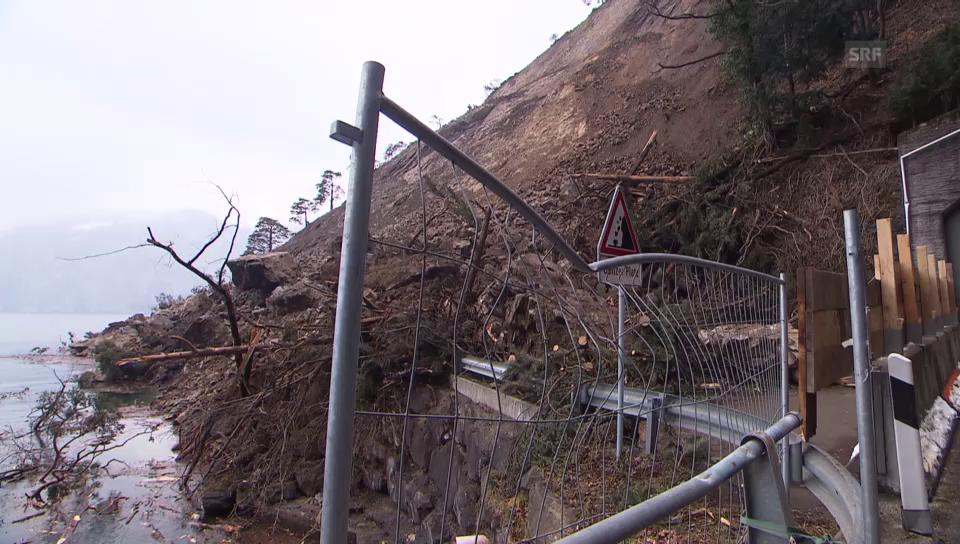 Gesperrter Parkplatz durch Felssturz verschüttet