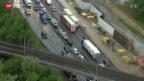 Video «Unfall führt zu Chaos auf Autobahn A1» abspielen