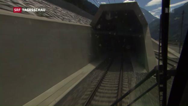 Video «Testfahrten mit Publikum durch den Basistunnel» abspielen
