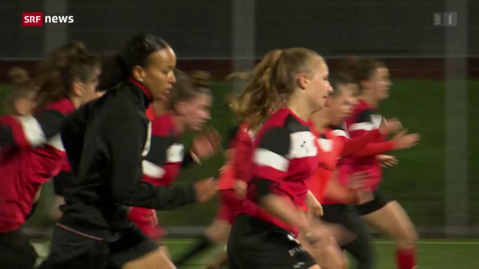 Der Mädchen- und Frauenfussball boomt. Doch Frauen als Profis gibt es hierzulande kaum.