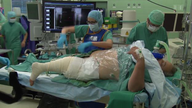 Video «Umkehrplastik (1): Wie ein Fuss das Kniegelenk ersetzt» abspielen