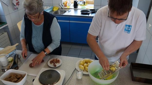 Video «Sämi Studer in der «Kochschule» bei Nesa Valentin» abspielen