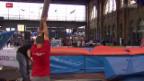 Video «Leichtathletik: Aufbau Stabhochsprung im HB Zürich» abspielen