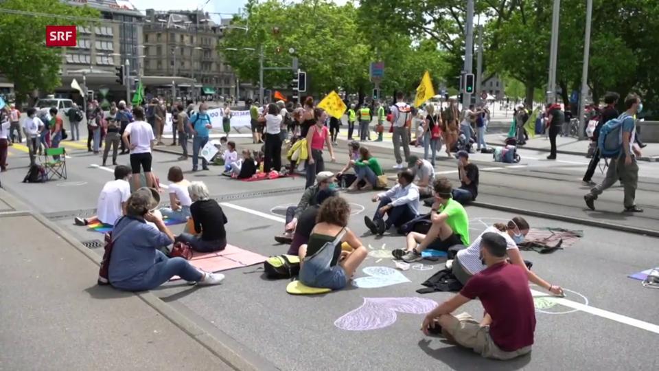 Aus dem Archiv: Demonstranten blockieren Zürcher Quaibrücke