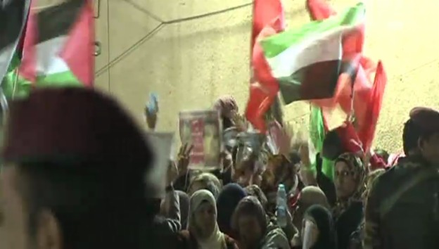 Video «Die Plästinenser feiern die Freilassung der Gefangenen» abspielen