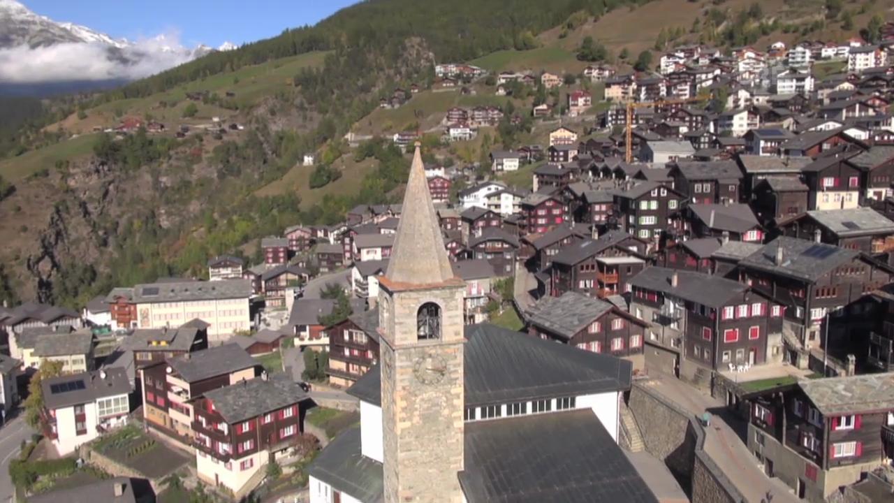 «Unser Dorf» 2014 aus der Luft: Visperterminen (VS)