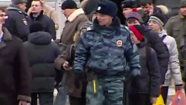 Video «Bilder vom Ende der Geiselnahme an Moskauer Schule (unkommentiert)» abspielen
