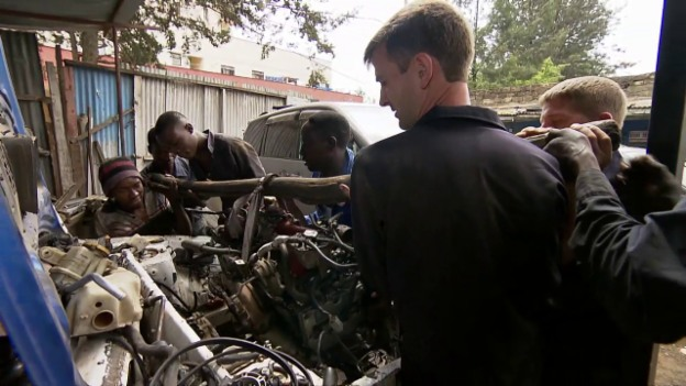Video «Der «Jobtausch» in Kenia und der Schweiz: Die Lastwagenmechaniker» abspielen