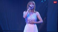 Link öffnet eine Lightbox. Video Ehrung für thailändischen König, Panne bei Francine Jordis Musical-Debüt, Art Furrers langes Liebesglück abspielen