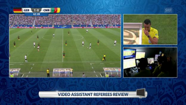 Video «Verwirrung um Videobeweis: Zuerst sieht der falsche Kameruner Rot» abspielen