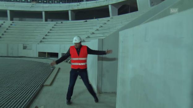 Video «Eishockey: Kevin Schläpfer besichtigt die Baustelle des neuen EHC Biel- Stadions» abspielen