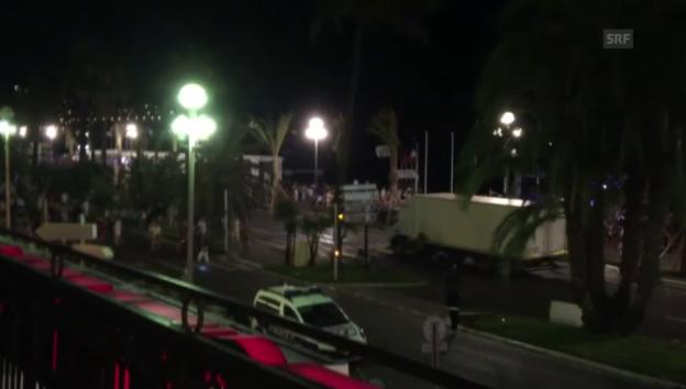 Video «Lastwagen rast über die Promenade in Nizza» abspielen