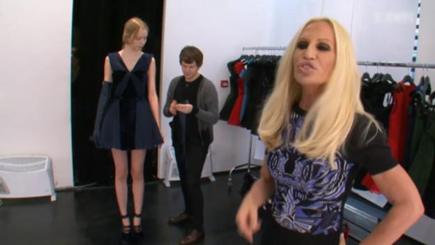 Video ««Donatella Versace vor der Show»» abspielen