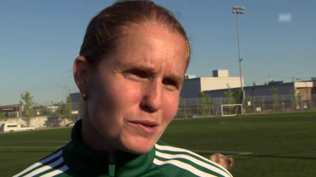Video «Fussball: Esther Staubli über Mann und Frau im Fussball» abspielen