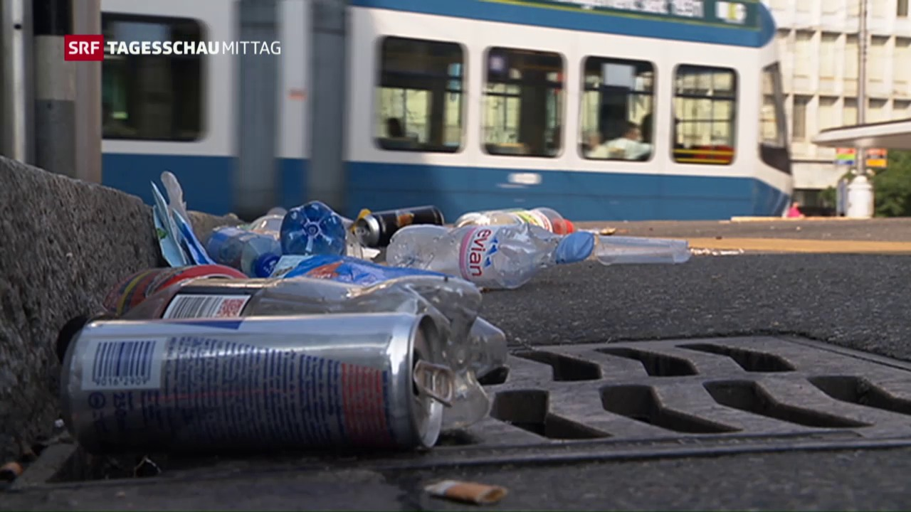 Littering-Busse im Müll