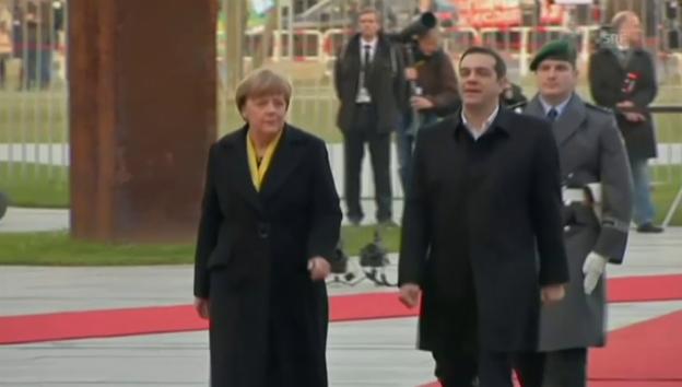 Video «Militärische Ehren für Tsipras in Berlin» abspielen