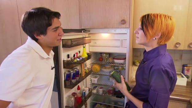 Video «Eiskalt serviert: Die Kühlschrankgeheimnisse von Elias Ambühl» abspielen