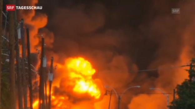 Video «Ein Güterzug steht nach einer Explosion in Flammen» abspielen