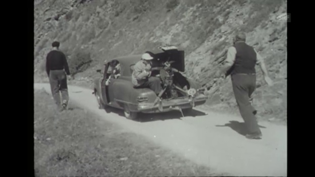 Video «Making of Heidi: Heinrich Gretler rennt (Filmwochenschau, 29.8.1952)» abspielen