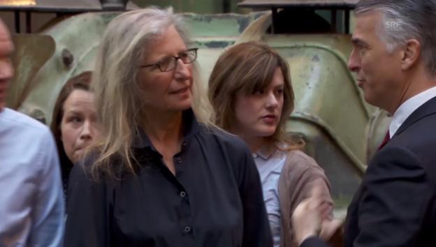 Video «Kultfotografin Annie Leibovitz trifft auf UBS-Chef Sergio Ermotti» abspielen