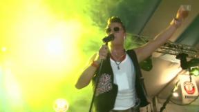 Video «Andreas Gabalier: Volkstümlicher Rock 'n' Roll in Singapur» abspielen