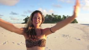 Video «Mahara McKay schüttelt Kokosnüsse in der Südsee » abspielen