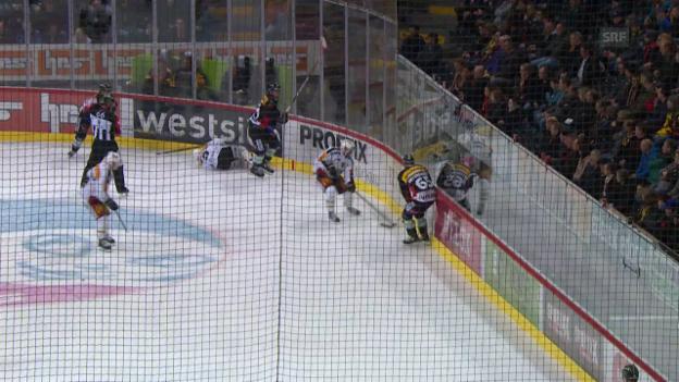 Video «Julien Vauclair bleibt nach Moser-Check liegen» abspielen