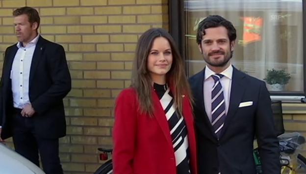 Video «Sofia und Carl Philip besuchen Flüchtlingsheim (unkomm.)» abspielen