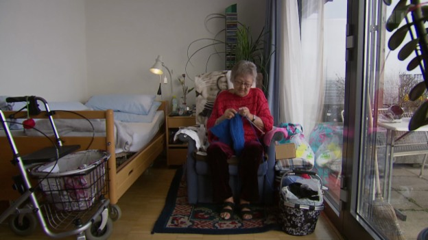 Video «Teure Pflegeheime: Müssen auch die Verwandten zahlen?» abspielen
