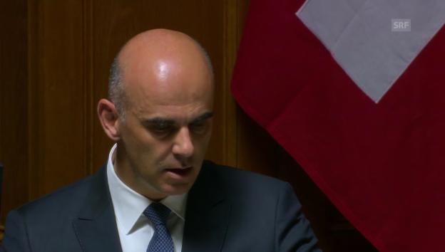 Video «Gesundheitsminister Alain Berset zu der Strahlenbelastung aus der Uhrenindustrie» abspielen