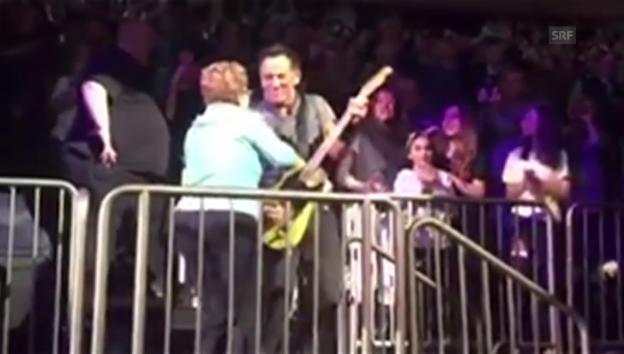 Video «Bruce Springsteen rockt mit seiner Mutter» abspielen