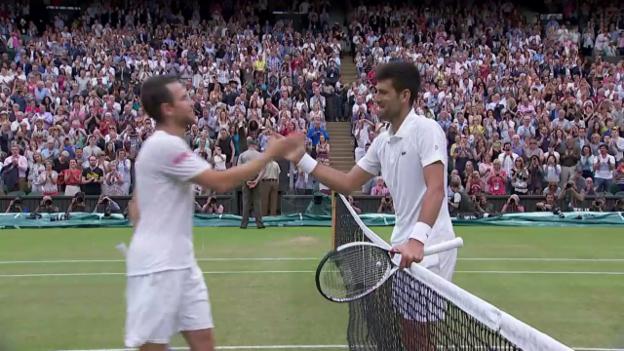 Video «Angeschlagener Djokovic schlägt Mannarino» abspielen
