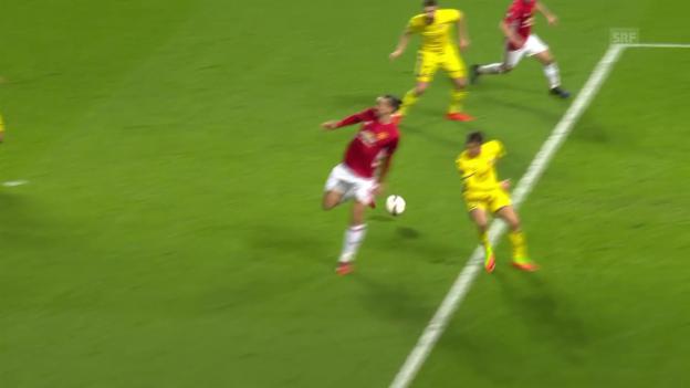 Video «Mit der Hacke: Ibrahimovic bereitet Siegtreffer vor» abspielen