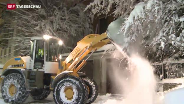 Video «Chaotische Verhältnisse nach Schneefall» abspielen