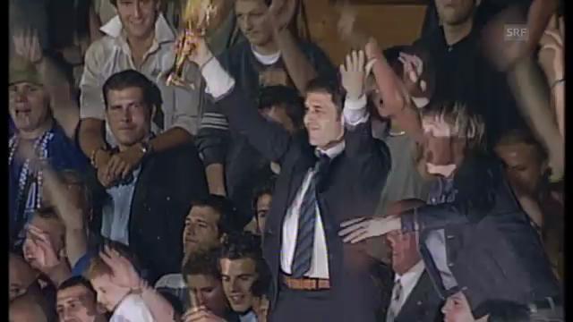 2003: Pokalübergabe nach letztem GC-Meistertitel