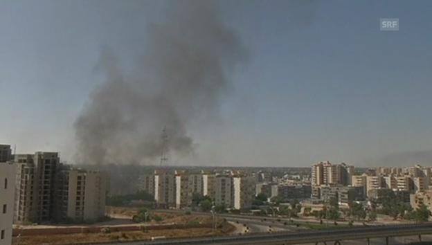 Video «Raketen schlagen in Tripolis ein» abspielen
