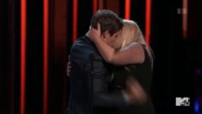 Video «MTV Movie Awards: Preisregen und wilde Küsse» abspielen