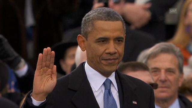 Obama verhaspelt sich bei der Eidesformel.